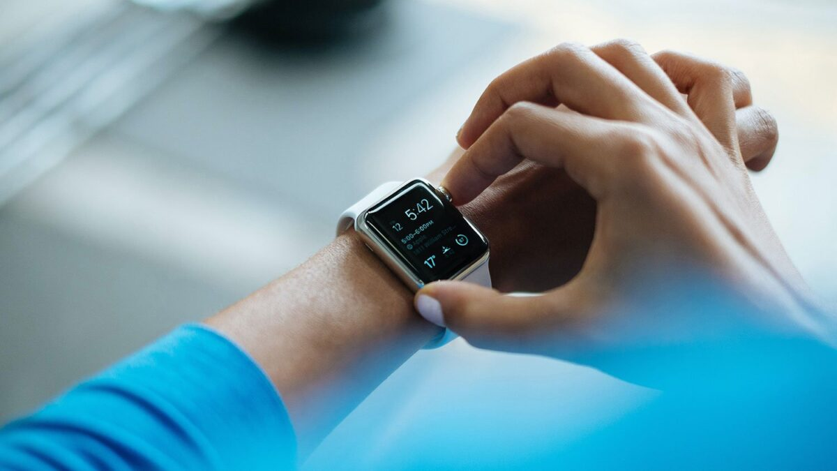 Apple lidera venda de wearables seguido de Xiaomi e Samsung