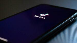 Transforme os seus vídeos de TikTok em fundos de ecrã dinâmicos para o seu smartphone