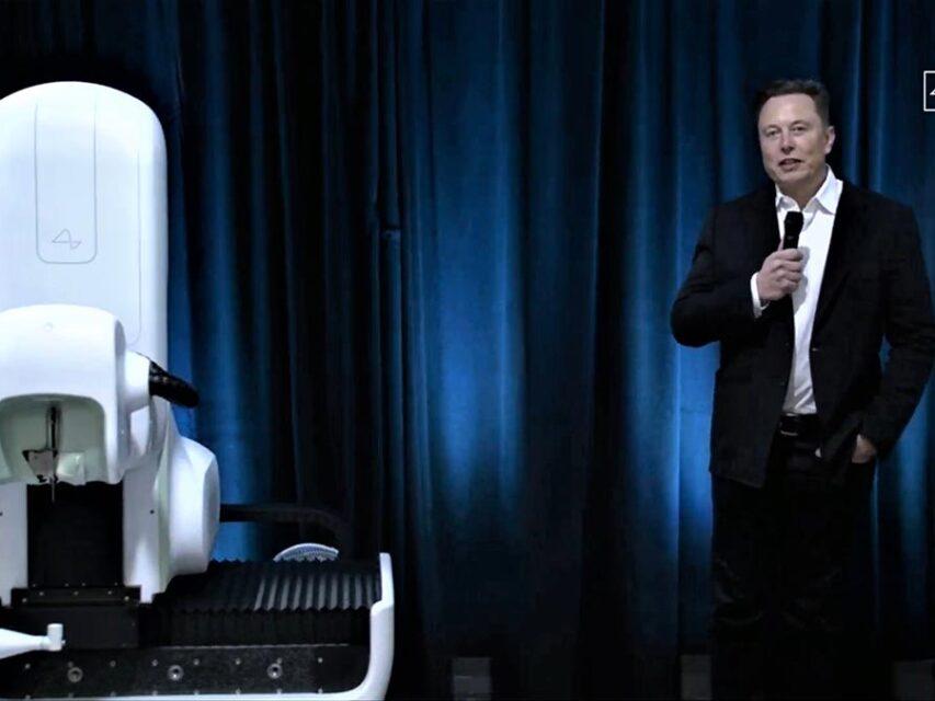 Elon Musk apresentou nova versão do chip Neuralink e um robô para o implementar