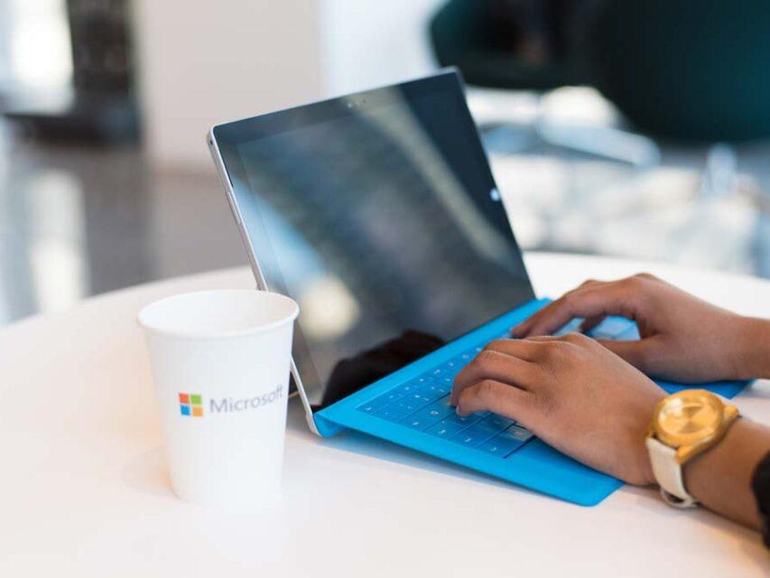 Protótipo do Surface Pro 8 surge no Ebay e revela características