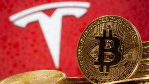 Tesla fez mais dinheiro em 2 semanas com Bitcoin do que nos últimos 12 anos de venda de carros