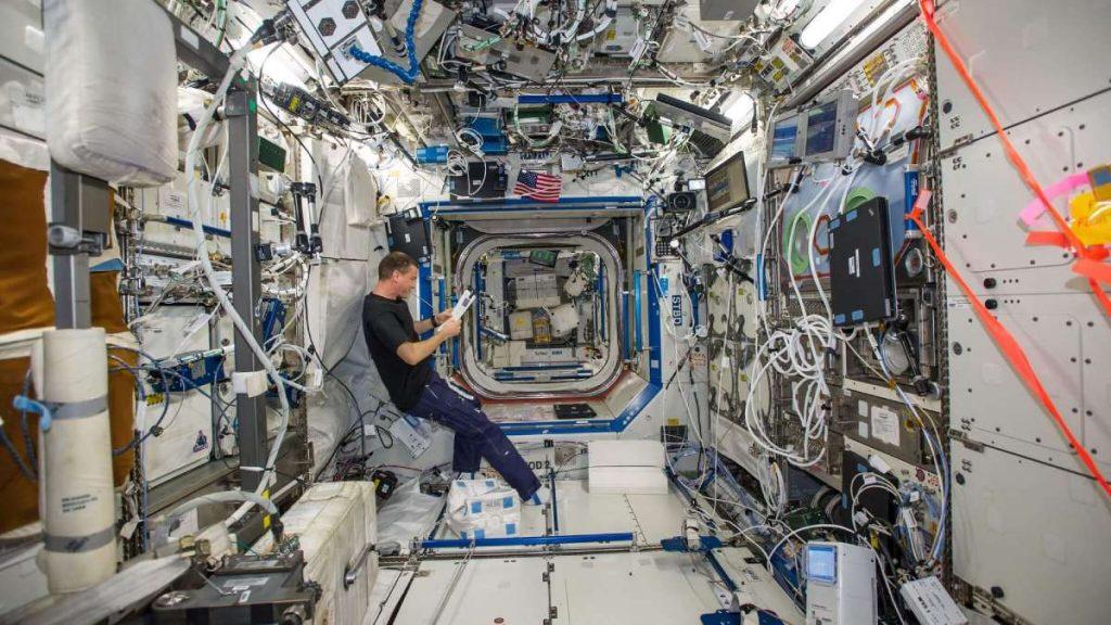 astronautas estacao espacial internacional