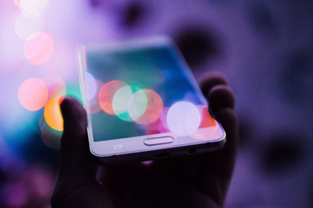 smartphone broken screen avaria