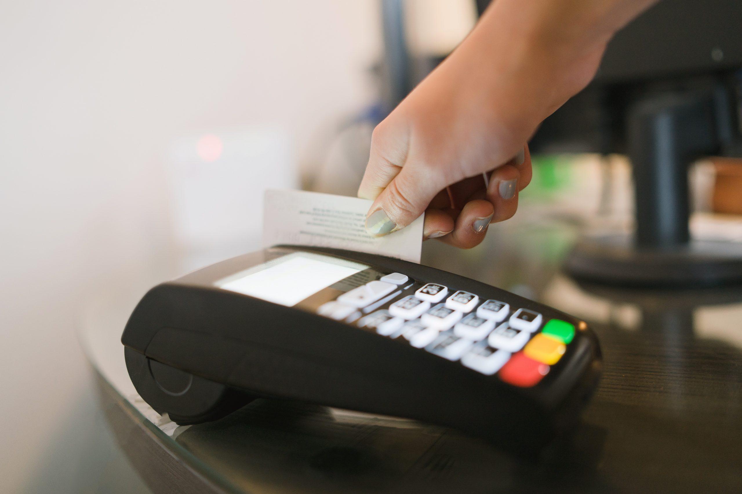 Mastercard vai começar a remover bandas magnéticas em 2024