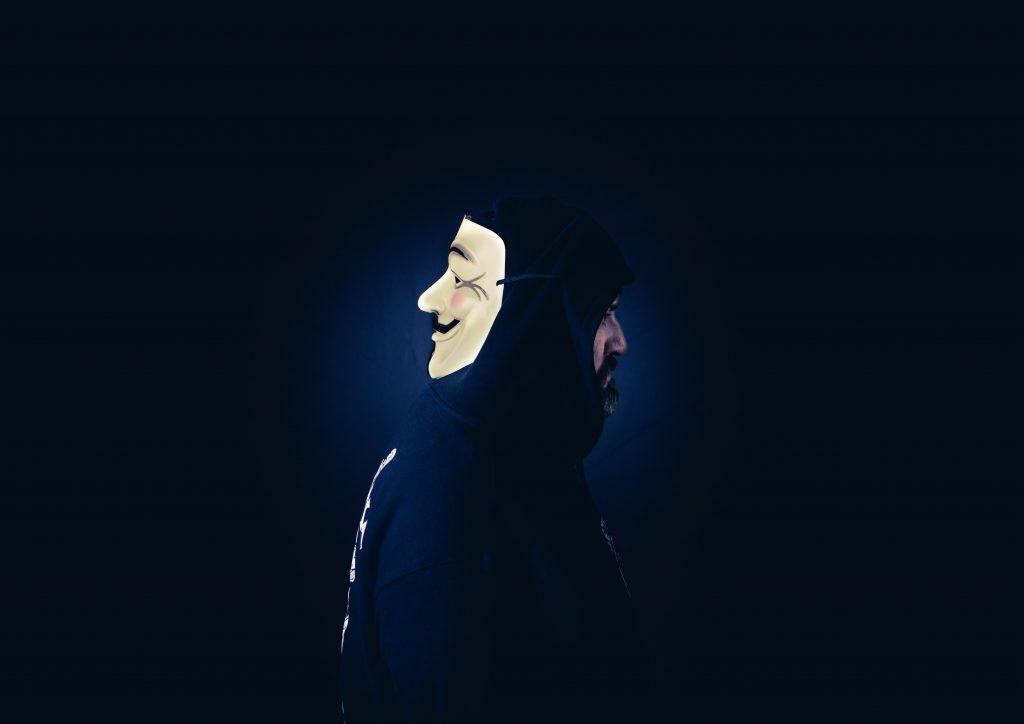 cibercrime hack hacker face
