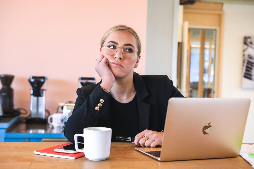 mulher pc computador tech